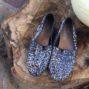 TOMS❤️ Women's 7.5 leopard sequin design